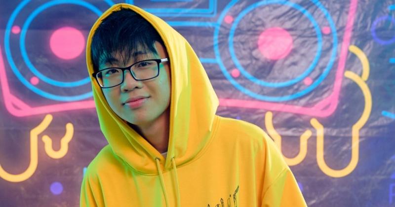 Muốn 'cưa cẩm' crush, hãy học hỏi chiêu này của chàng trai 2K trong MV 'Simple Love'
