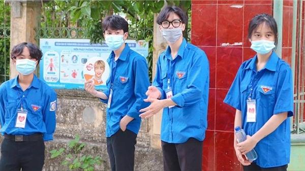 Dàn trai xinh gái đẹp trong ngày tiếp sức mùa thi tại Lào Cai khiến dân tình phát sốt, háo hức xin info